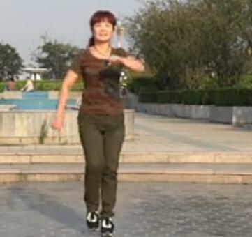 小洋人广场舞踩踩踩