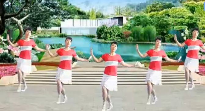 紫薇广场舞歌在飞