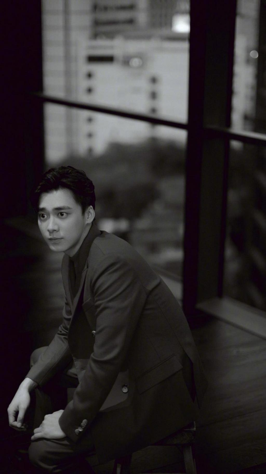 帅气有型西装男孩李易峰时尚写真手机壁纸