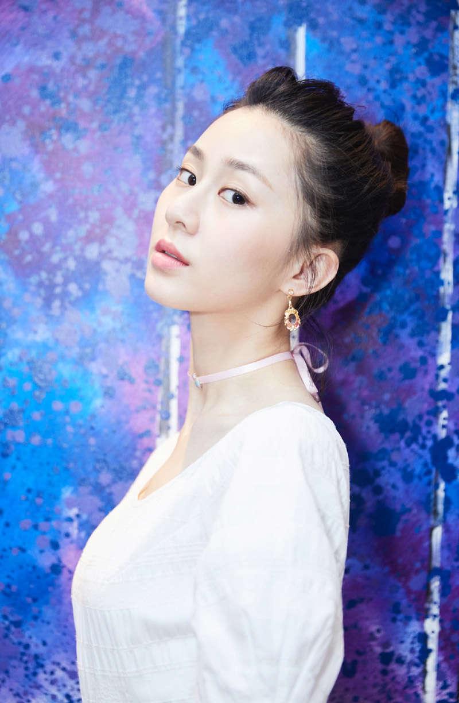 刘颖伦清新俏丽活动写真图片